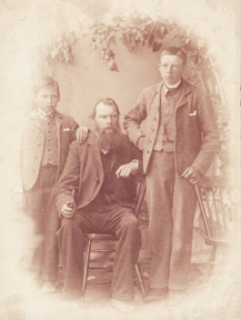 Pioneer Jón Guttormsson of Víðivellir with sons Vigfús (right) and Guttormur c 1890